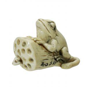 Frosch auf Lotusstempel mit Made Netsuke Mammutelfenbein