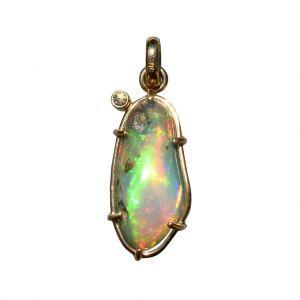 BONA ROCA  Edel Opal Anhänger natürliche Form mit Diamant, Fassung Gold 585, OP14-315